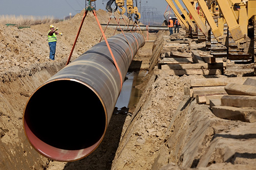 workers install a new pipeline